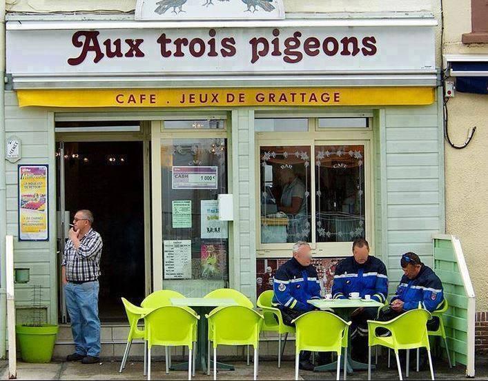 Photos Humour : Aux trois pigeons ...