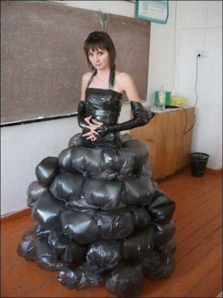 Photos Humour : La robe poubelle