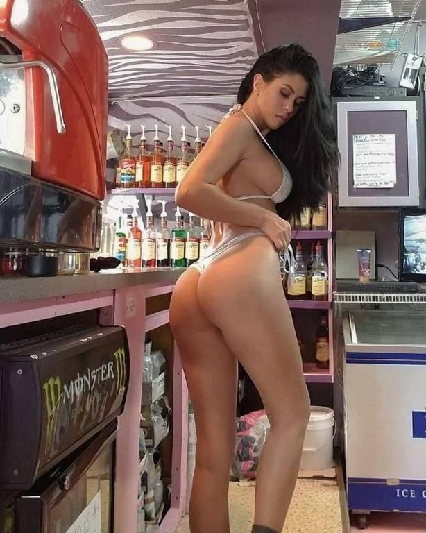 Photos Humour : serveuse du bar