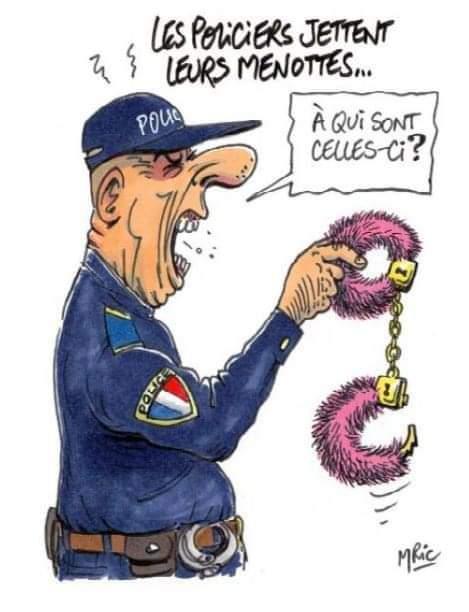 Photos Humour : Les policiers jettent leurs menottes